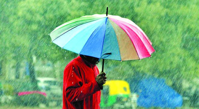 Humid morning in Delhi, light rain expected
