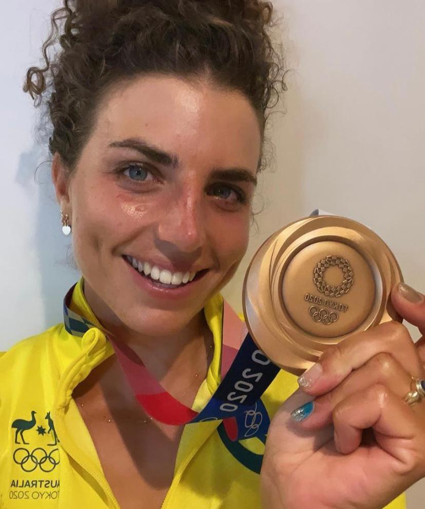 Tokyo 2020: Australian canoeist Jessica Fox uses Olympics-issued condom to repair kayak before clinching bronze