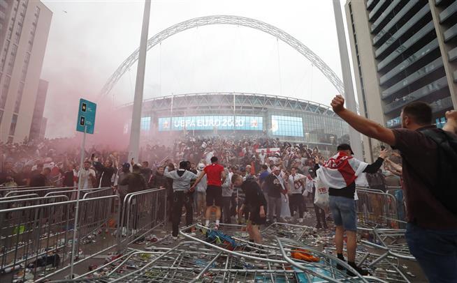 English FA launches investigation into trouble at Euro final