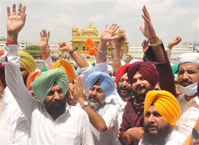 Bibi Jagir Kaur miffed at Navjot Singh Sidhu's 'show' at Golden Temple