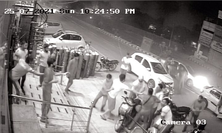 Bacchus lovers revel in the open, Patiala cops fail to act