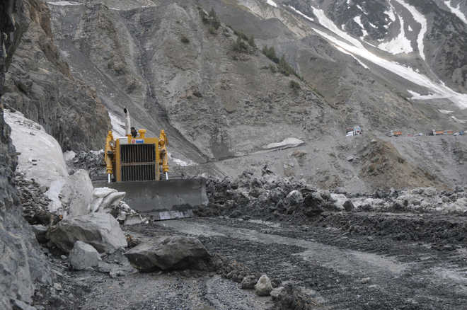 Centre reaches out to Ladakh workers