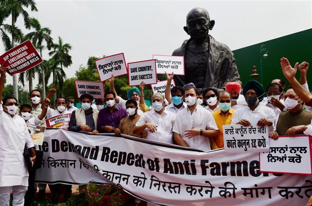 Congress, Akali Dal back farmers, protest in Parliament