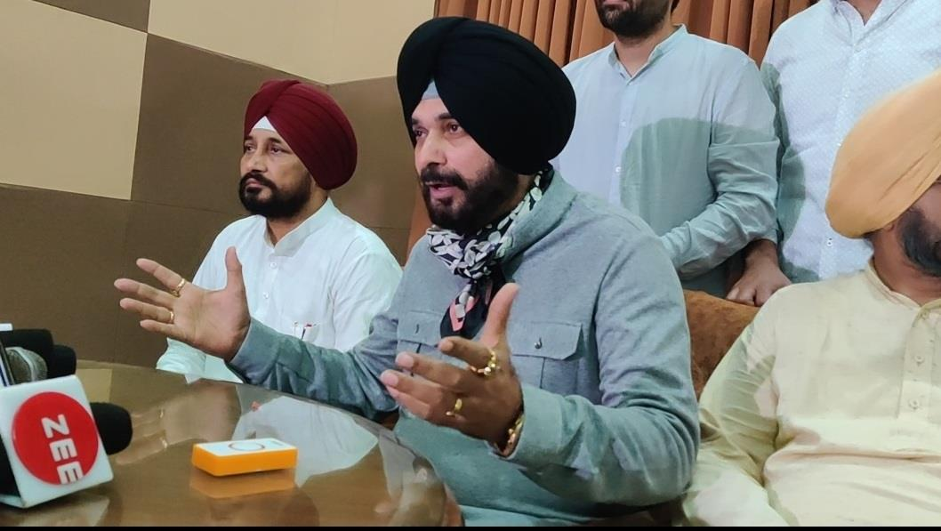 Will go 'barefoot' to meet protesting farmers whenever they call me: Navjot Sidhu
