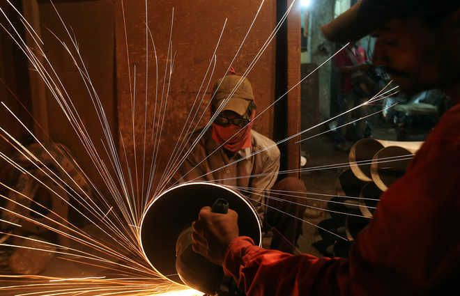 IMF cuts India's GDP growth forecast to 9.5 pc for FY22