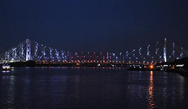 Howrah Bridge dazzles in Olympic colours