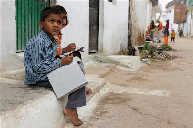 e-classes on, 18,294 students have no smartphones in HP