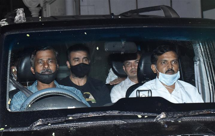 Now, SEBI nailsViaan Industries, Raj Kundra, Shilpa Shetty for disclosure lapses