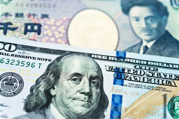 US dollar, yen gain as Delta variant weighs on risk sentiment