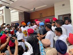 As Navjot Singh Sidhu begins political outreach, action shifts from Patiala's Moti Bagh palace to Yadavindra colony