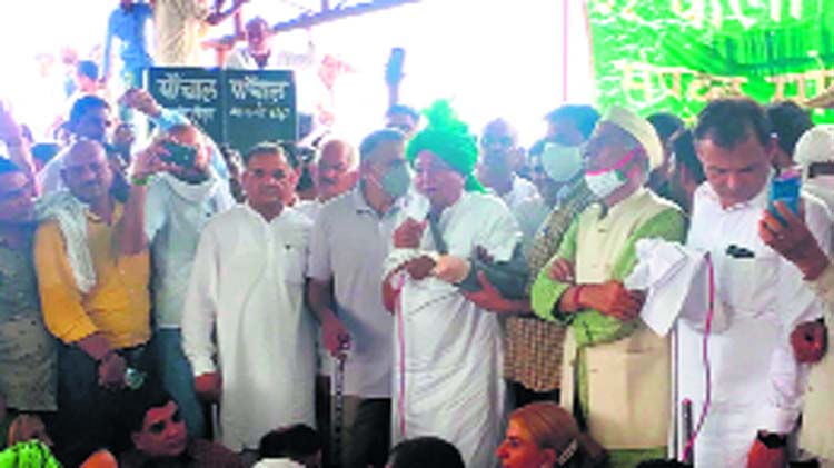 On comeback trail, Om Prakash Chautala backs farmers' protest