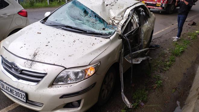 Shimla: Rolling stones hit car near Shoghi, 4 injured