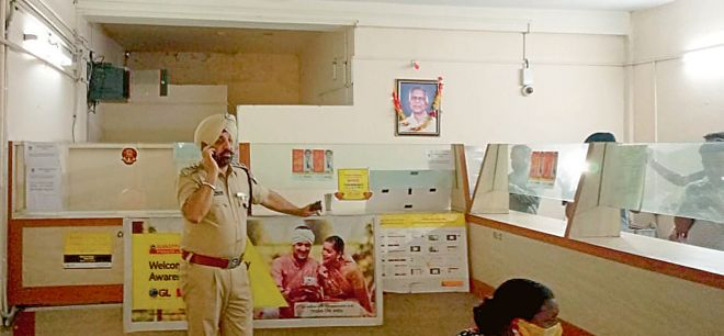 Gold loan office staff looted at gunpoint in Jalandhar