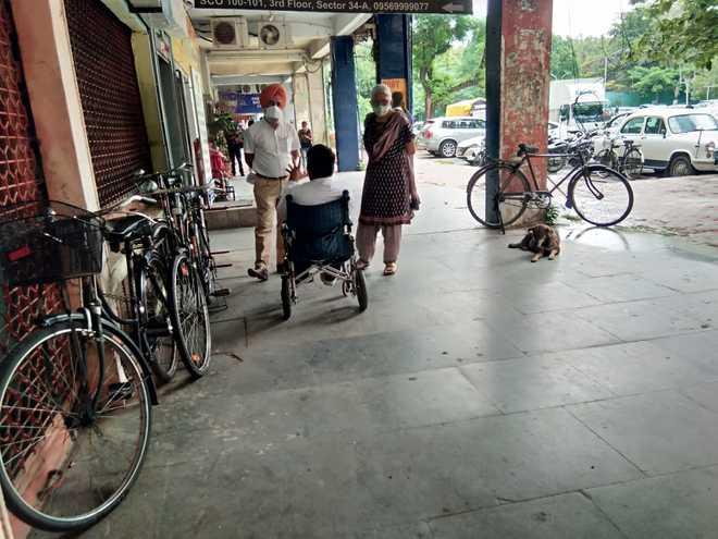 Chandigarh: Lift broken, specially abled interviewed in corridor