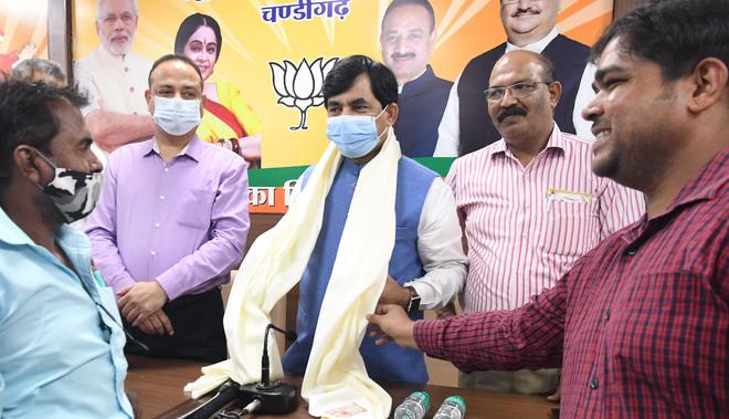 BJP will win Chandigarh municipal elections, claims Shahnawaz Hussain
