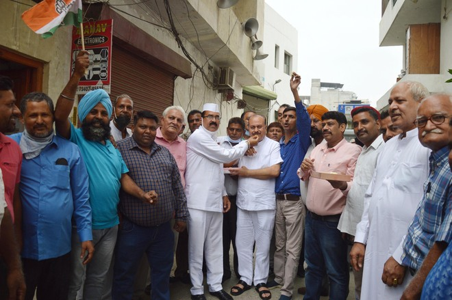 Navjot Sidhu's elevation: Ludhiana city Cong leaders welcome high command's decision
