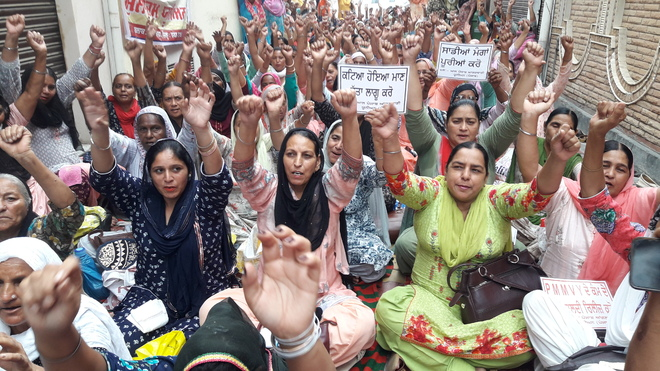 Anganwadi workers observe fast outside residence of Congress MLA Dr Dharambeer Agnihotri