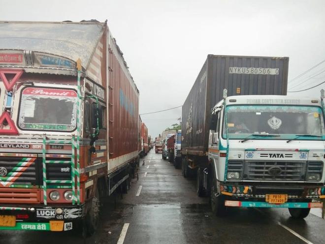 Traffic hit as farmers block Ludhiana-Malerkotla road
