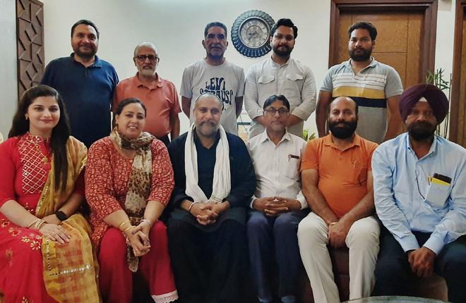Artistes celebrate saavan with literary mehfil in Amritsar