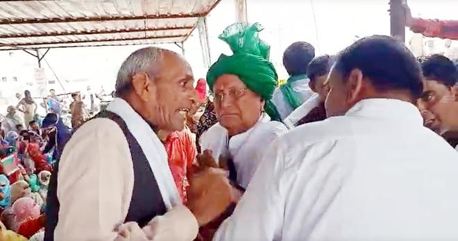 Farmers' protest: Haryana ex-CM Om Prakash Chautala not allowed to speak at Khatkar gathering