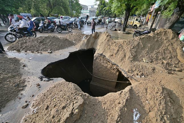 Truck gets stuck in 15-ft pit as Ludhiana's Ishmeet Singh road caves in