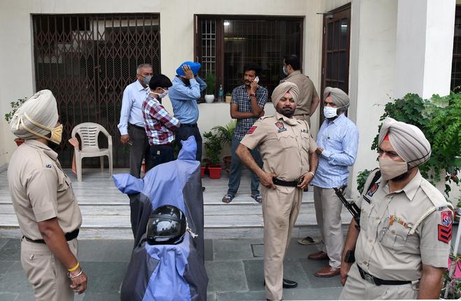 Zirakpur: 4 take family hostage, loot cash, jewellery worth lakhs