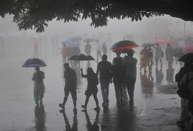 462 roads blocked in Himachal, wet spell predicted till Aug 5