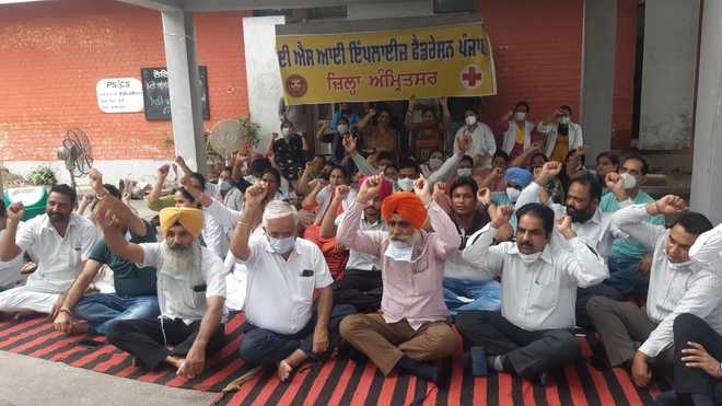 Protest by health staff enters Day 12