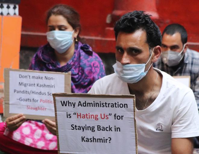 Take proactive steps to facilitate return of Kashmiri Pandits: L-G