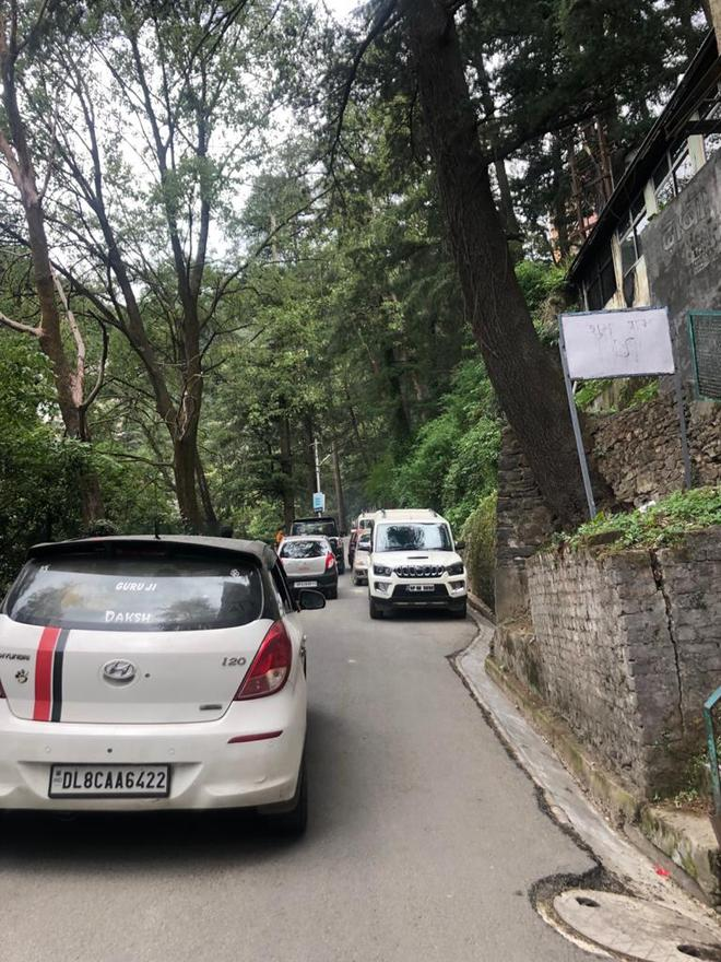 Traffic congestion on road to hospital