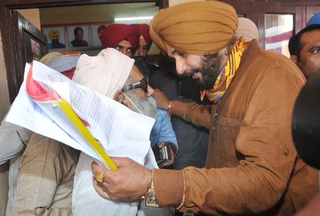 Cong infighting to fore amid Navjot Sidhu's Jalandhar visit