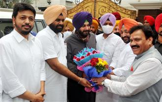 Navjot Sidhu visits colleagues before taking charge