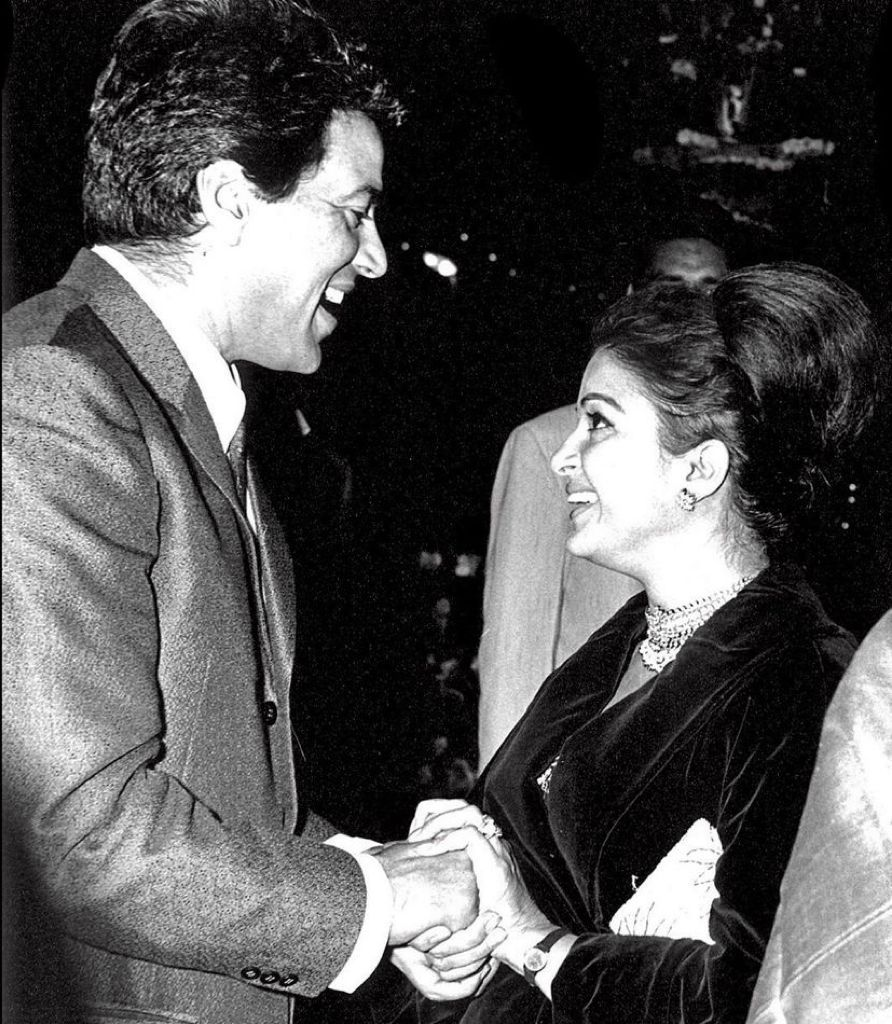Dharmendra's black and white picture of meeting his first-ever co-star Kamini Kaushal is 'full of love'