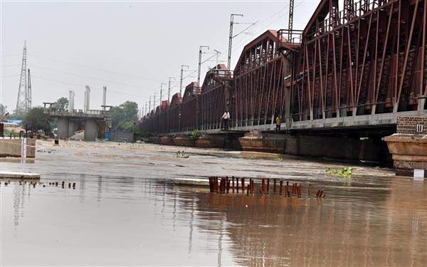 Water level in Yamuna recedes, but still above 'warning' mark
