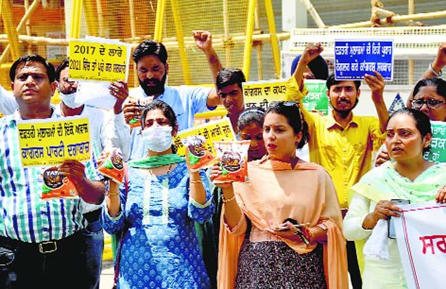 Non-teaching employees in Punjab demand regular jobs