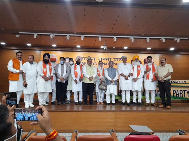 Six eminent personalities from Punjab join BJP