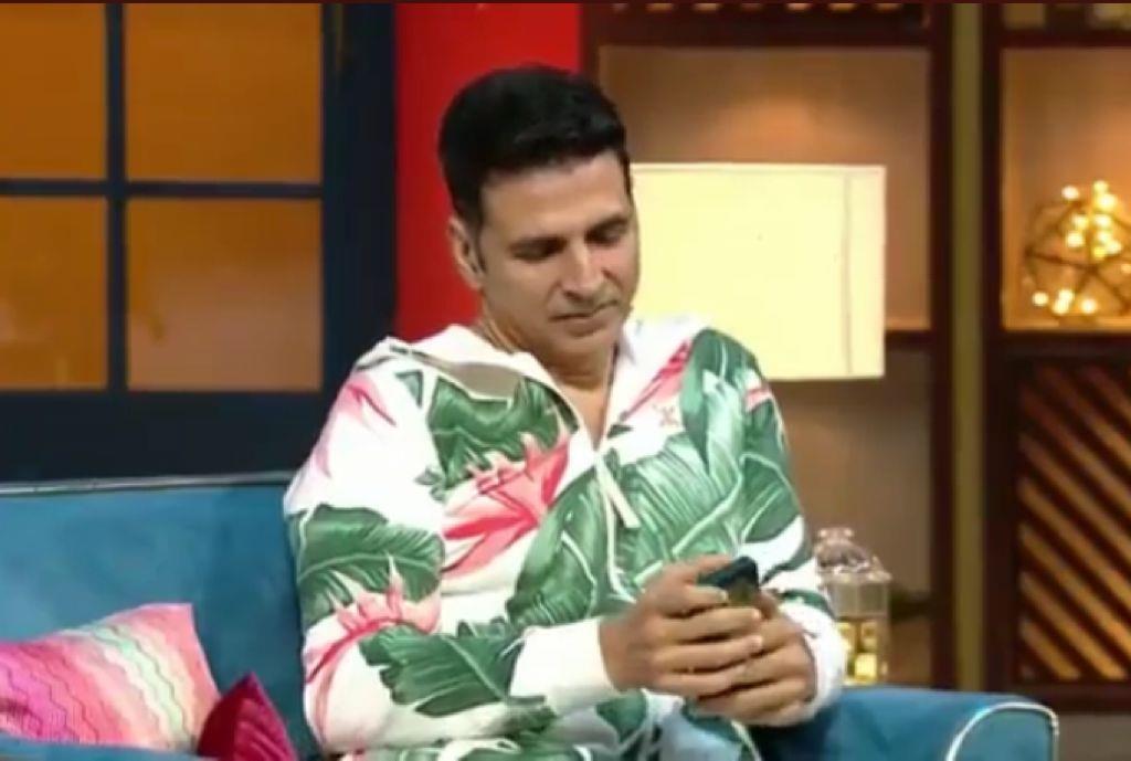 Akshay Kumar calls Shah Rukh Khan on fan's request; Kapil Sharma says 'Gauri bhabhi bolengi...'