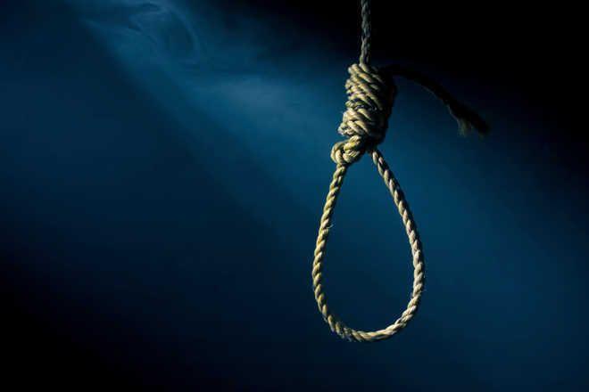 Bathinda farmer hangs himself
