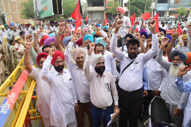 Tear gas shells fired as Punjab Govt staff protest in Chandigarh