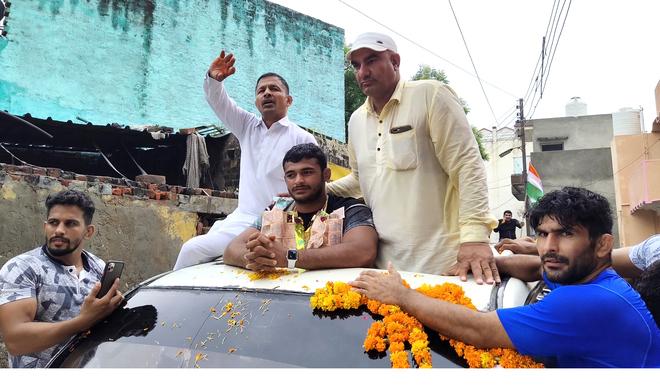 Wrestler Deepak Punia gets rousing reception at native village