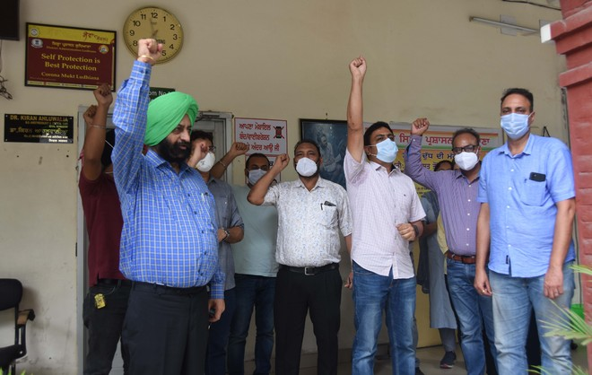 Protesting doctors lock Civil Surgeon's office in Ludhiana