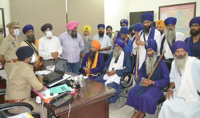 Gurdas Maan lands in fresh controversy