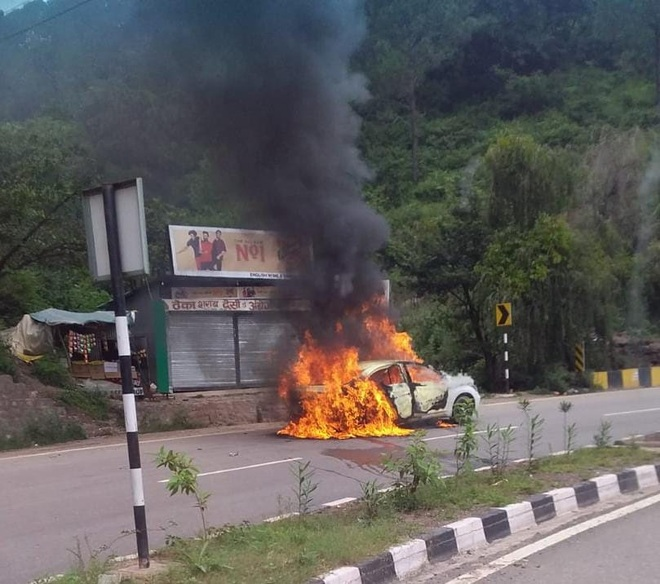 Close shave for four as car catches fire on NH-5 near Solan