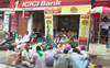 Farmers protest gold auction by Rampura Phul bank