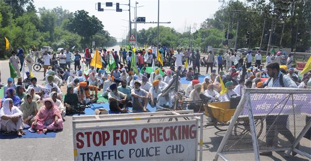 Protesting farmers lay siege to Chandigarh