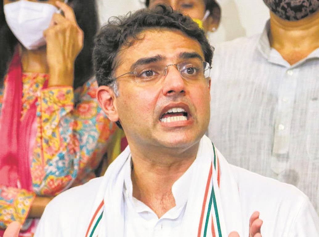 Punjab done, Gandhis meet Pilot to fix Rajasthan affairs