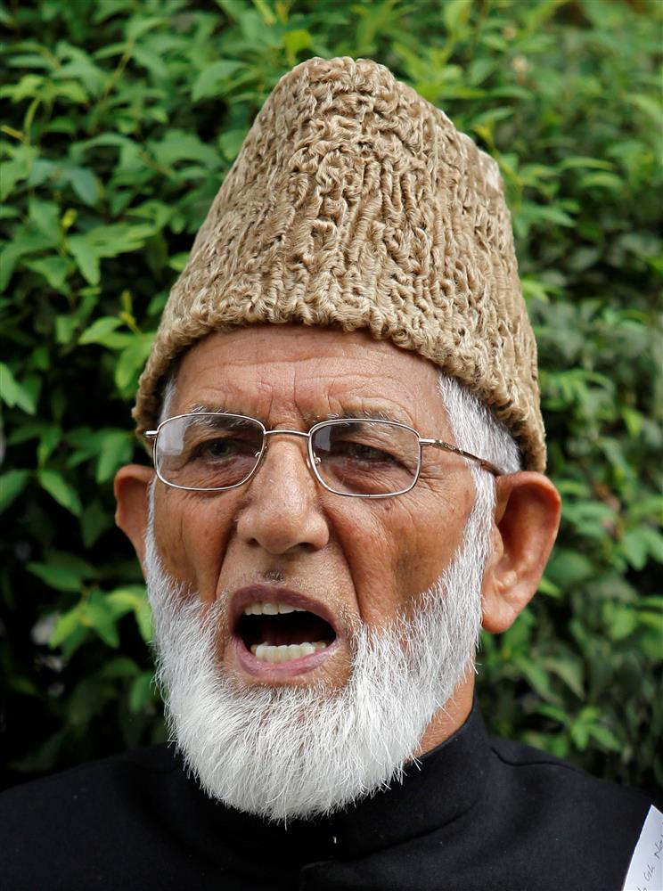 J-K police file general FIR against miscreants after video shows Geelani's body draped in Pak flag