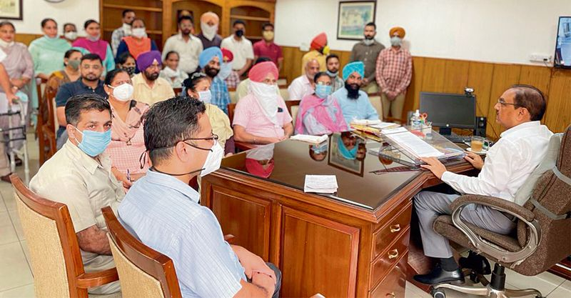 Patiala Divisional Commissioner tells officers to be punctual