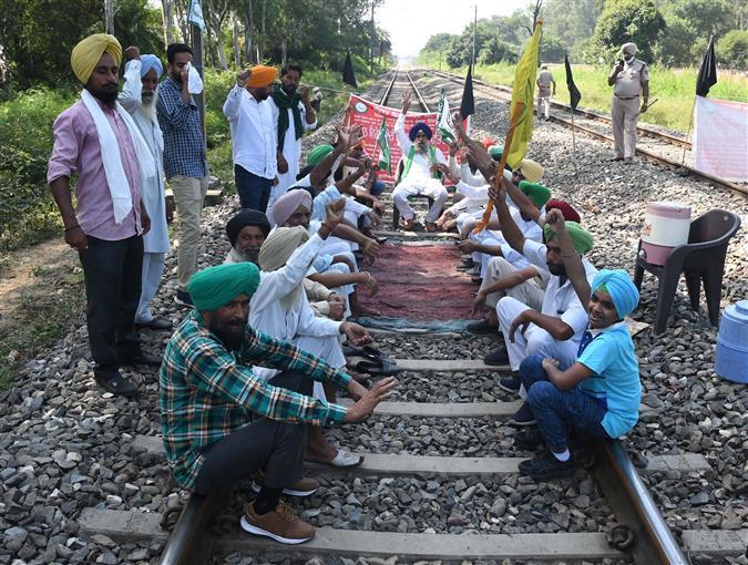 Farmers block road, rail traffic in Patiala