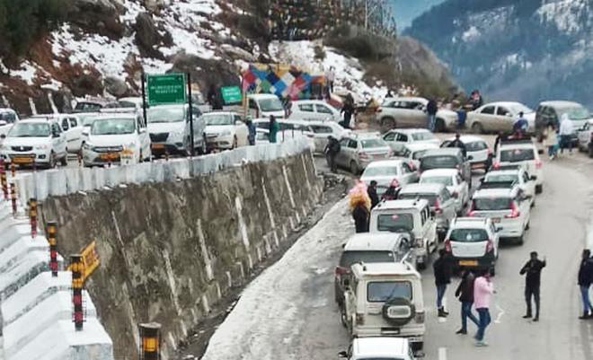 Traffic hit on Manali-Leh highway after fresh snow